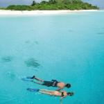 Schnorchler auf einer Insel